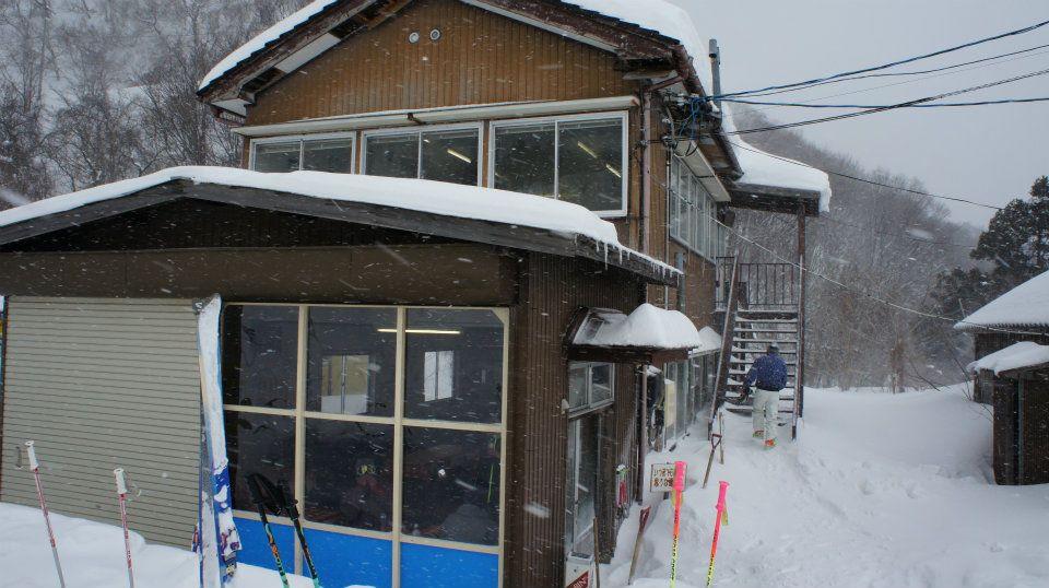 平スキー場ロッジ