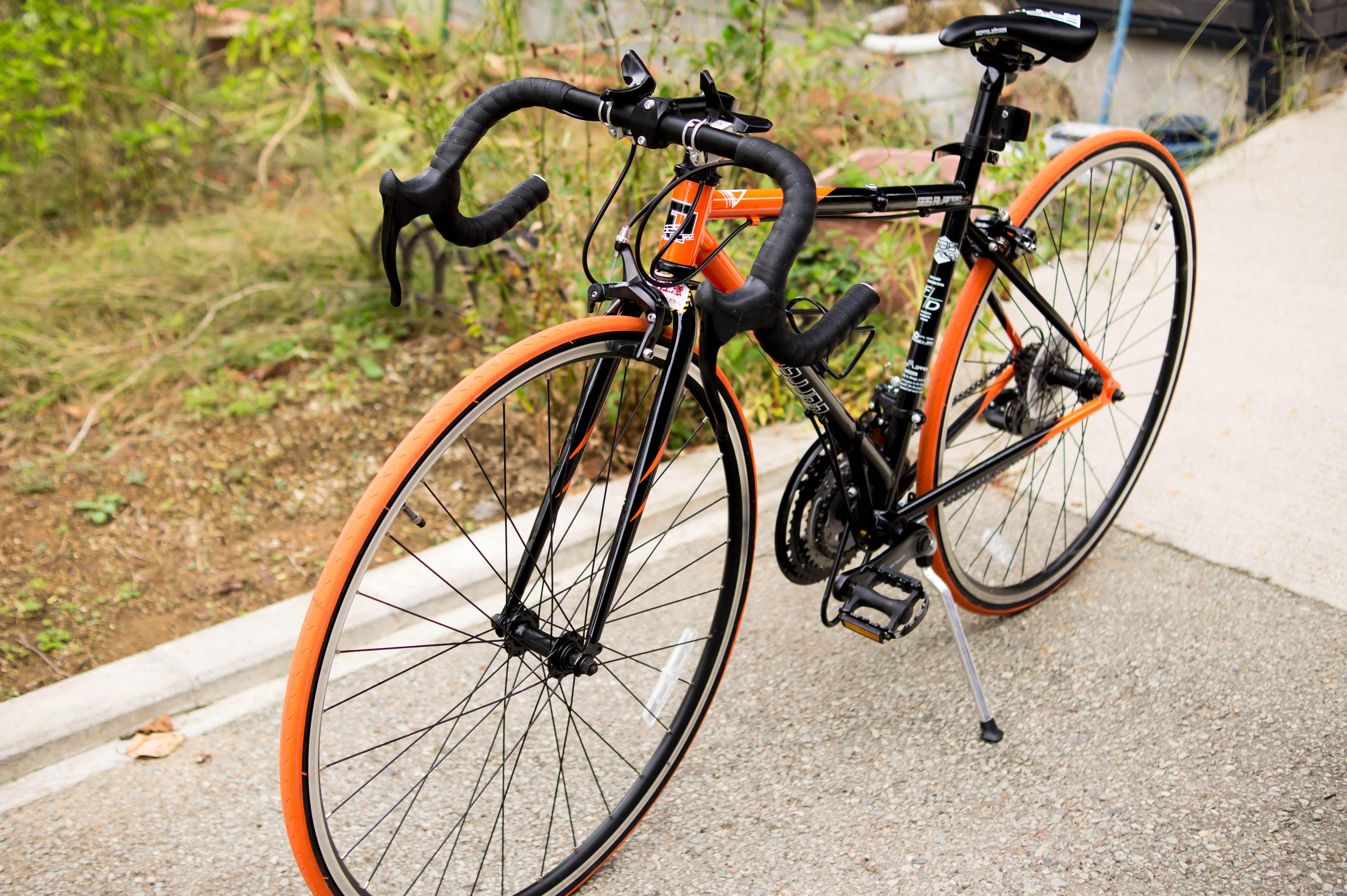 ロードバイクのハンドル高さ調整してレンタル自転車開始に向けて準備