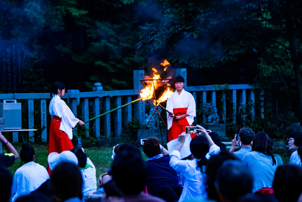 巫女の火入れ式