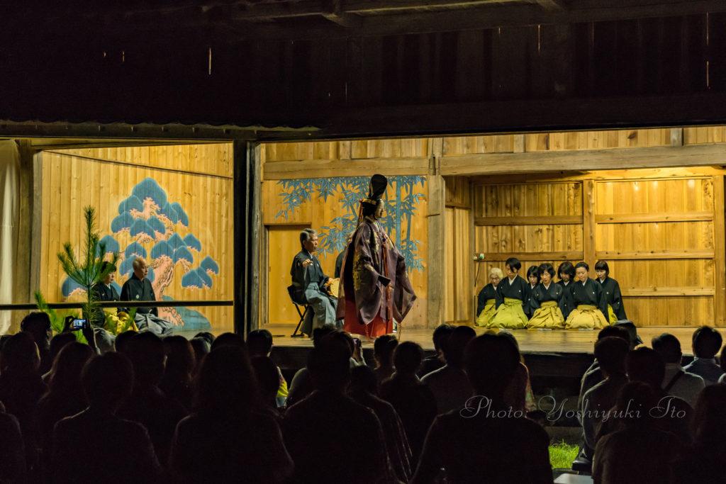 旅館番頭の佐渡観光情報ブログ牛尾神社の能舞台で例祭宵宮奉納薪能を観覧羽茂の春風バラロードの行き方能面や鬼面などの神事面を手がける面打ち師