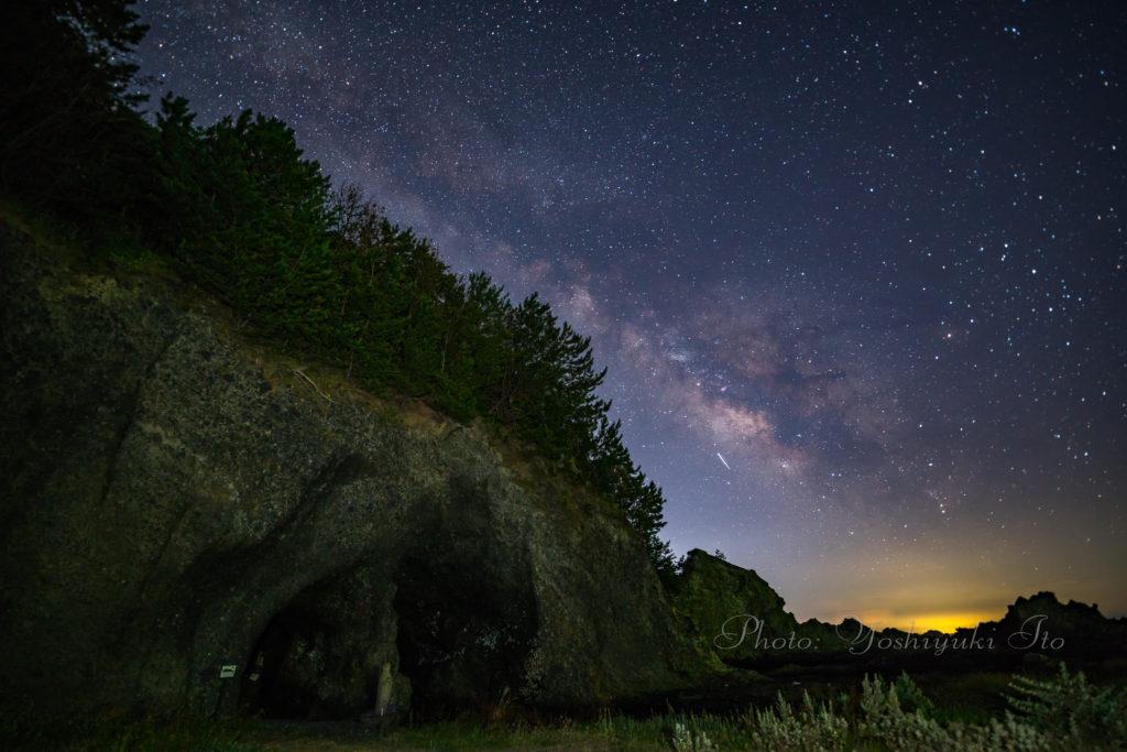 天の川と青の洞窟