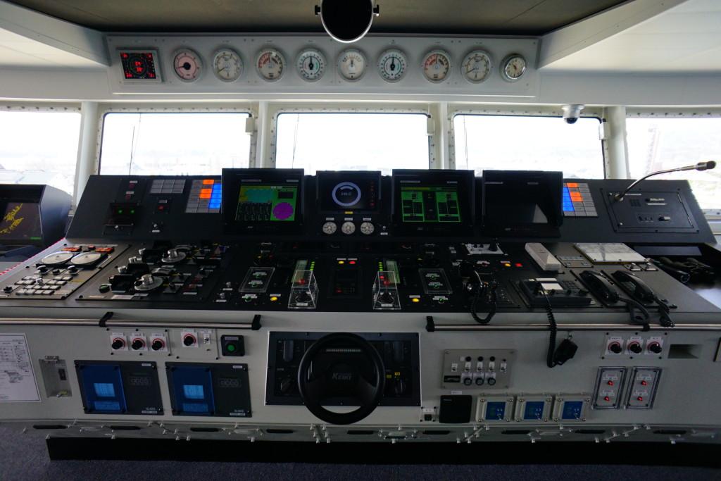 ときわ丸操舵室